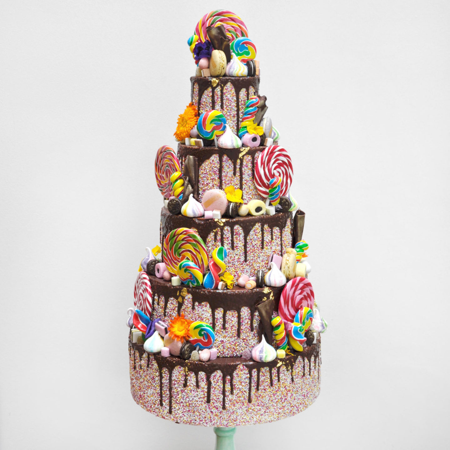 BEHIND THE SCENES WITH THE MOST BEAUTIFUL CAKES, LIKE…EVER.